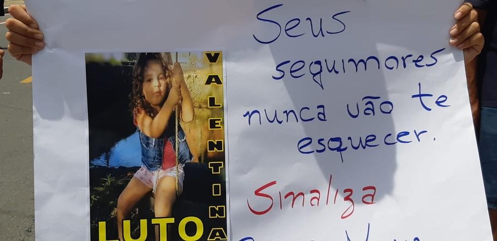 Criança de três anos morre atropelada ao atravessar avenida em Caucaia, na Grande Fortaleza — Foto: Leabem Monteiro/SVM