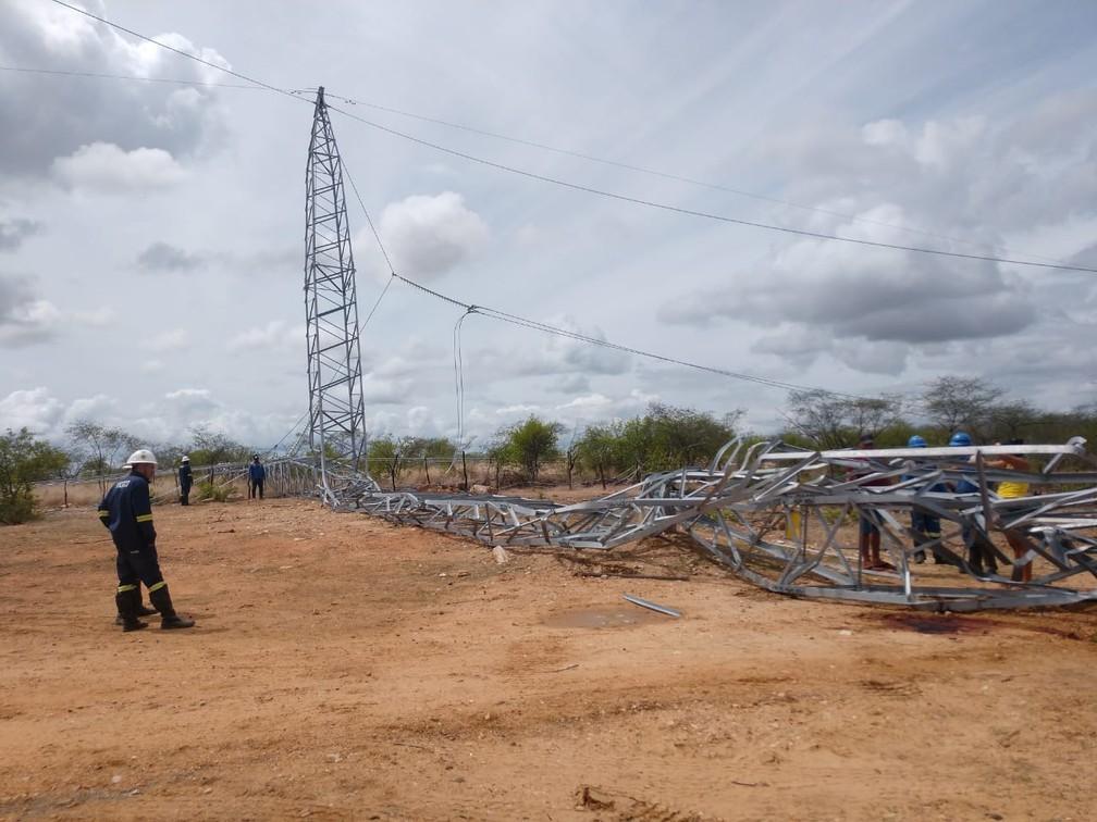 Oito torres de linha de transmissão caíram durante tentativa de furto de peças no Oeste potiguar — Foto: Flávio Soares/Inter TV Costa Branca