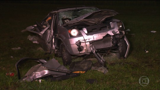 Motoristas envolvidos em acidente na Imigrantes que deixou 2 mortos estavam com as CNHs cassadas, diz polícia