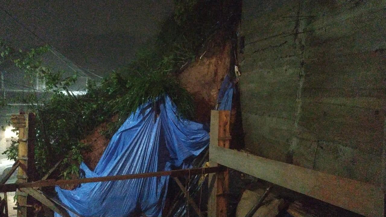 Deslizamentos de terra são registrados em bairros de Petrópolis, RJ; ninguém ficou ferido