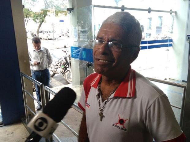 Clodomir Santos está desempregado e procurou agência da Caixa em São Luís para sacar a rescisão (Foto: João Ricardo/G1)