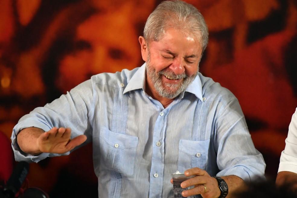 O ex-presidente Lula no lançamento de sua pré-candidatura à Presidência da Repúblca em São Paulo (Foto: Nelson Almeida/AFP)