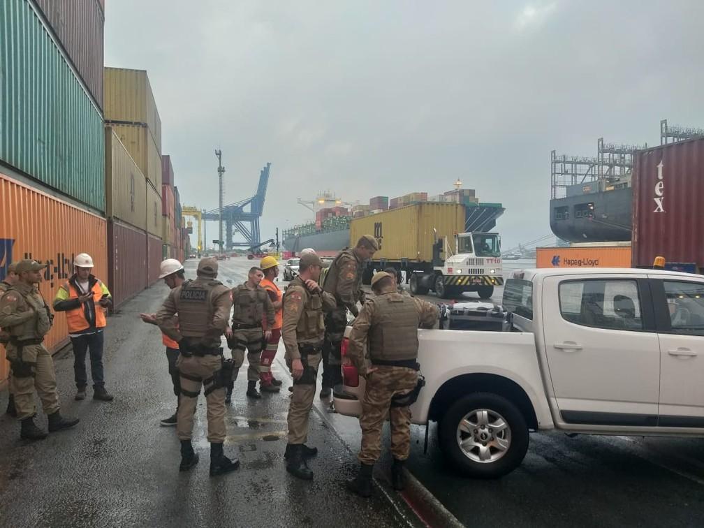 Apreensão foi realizada no Porto de Navegantes — Foto: PM/ Divulgação
