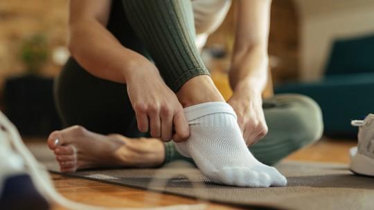 Truque rápido e fácil para tirar odor das meias