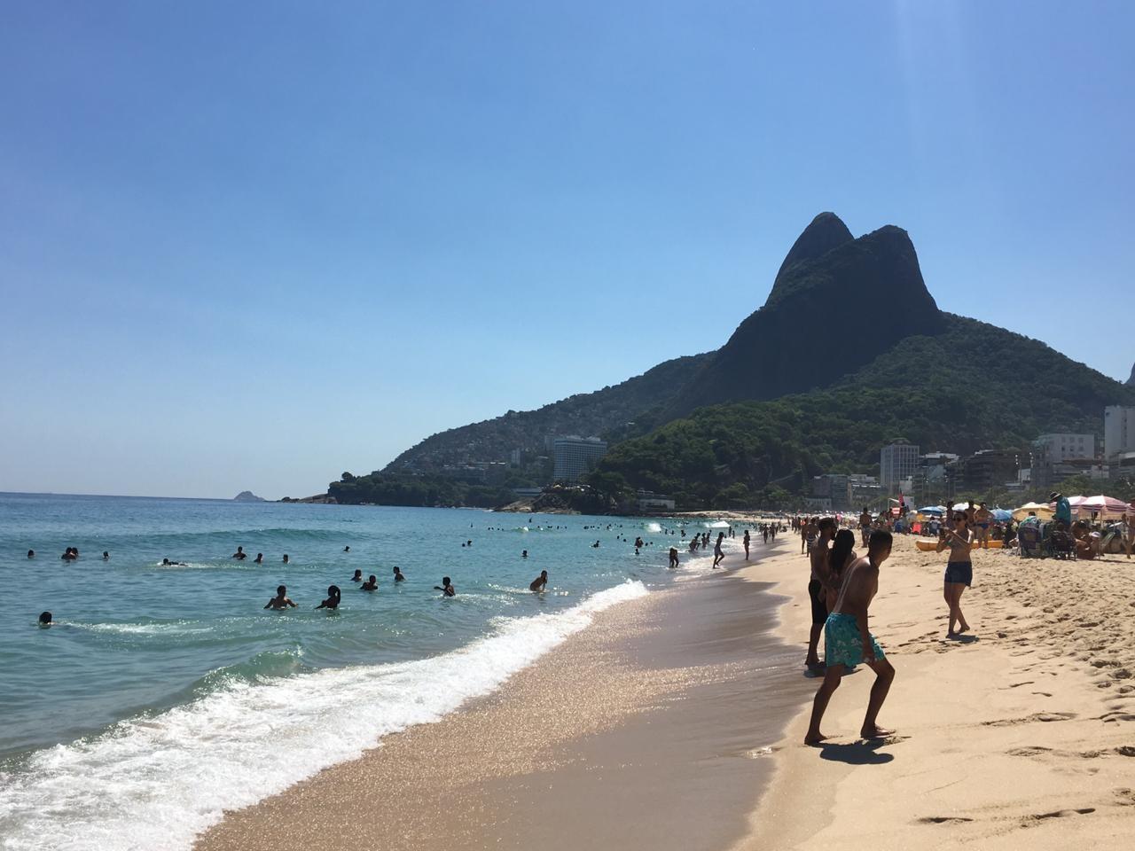 Rio tem sexta-feira de calor com praias da Zona Sul lotadas