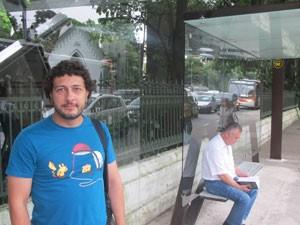 Leandro Ribeiro, 35 anos, maquiador, no abrigo da Avenida Doutor Arnaldo, Zona Oeste da cidade (Foto: Lívia Machado/G1)