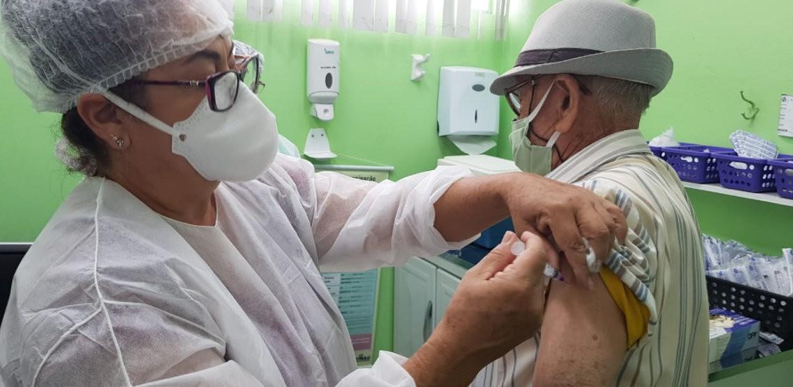 Prefeitura de São Carlos suspende vacinação em idosos por falta de doses