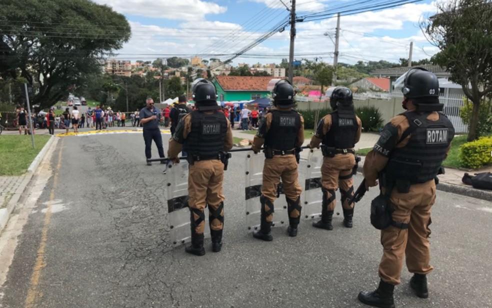 Policiamento é reforçado na região da Polícia Federal em Curitiba (Foto: Anderson Grossl/ RPC Curitiba)