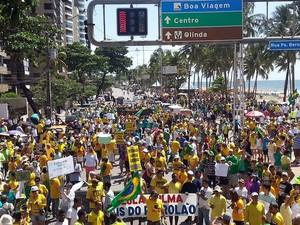 Concentração de manifestação no Recife, neste domingo (Foto: Katherine Coutinho / G1)
