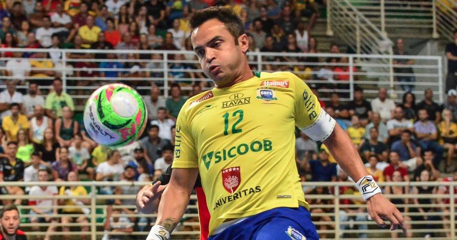 Falcão critica mudanças nas regras do futsal: