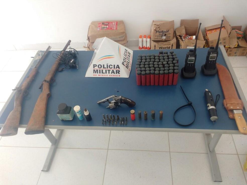 Material apreendido pela polícia na casa do autor (Foto: Polícia Militar/Divulgação)
