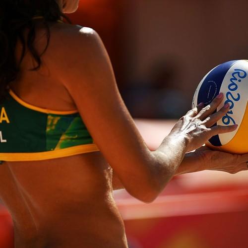 Larissa e Talita; vôlei de praia; olimpíada 2016 (Foto: LEON NEAL/AFP/Getty Image)