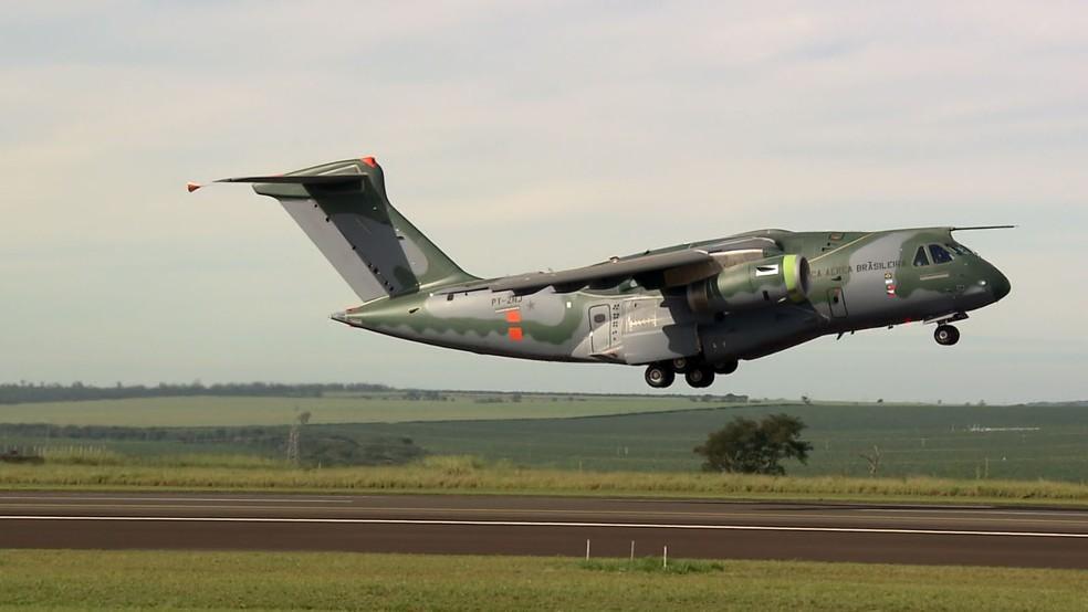 Primeiro KC-390 deve ser entregue à FAB em 2018 (Foto: Reprodução/EPTV)