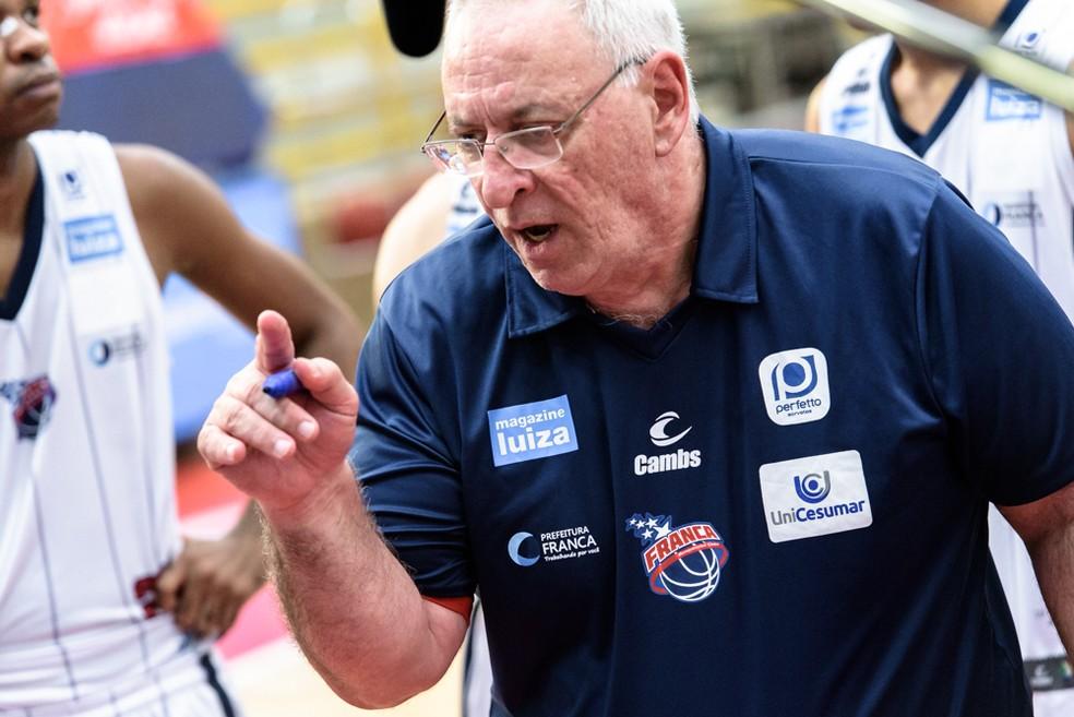 Lula Ferreira está no Franca desde 2012, seja como técnico ou dirigente — Foto: Newton Nogueira/NBB