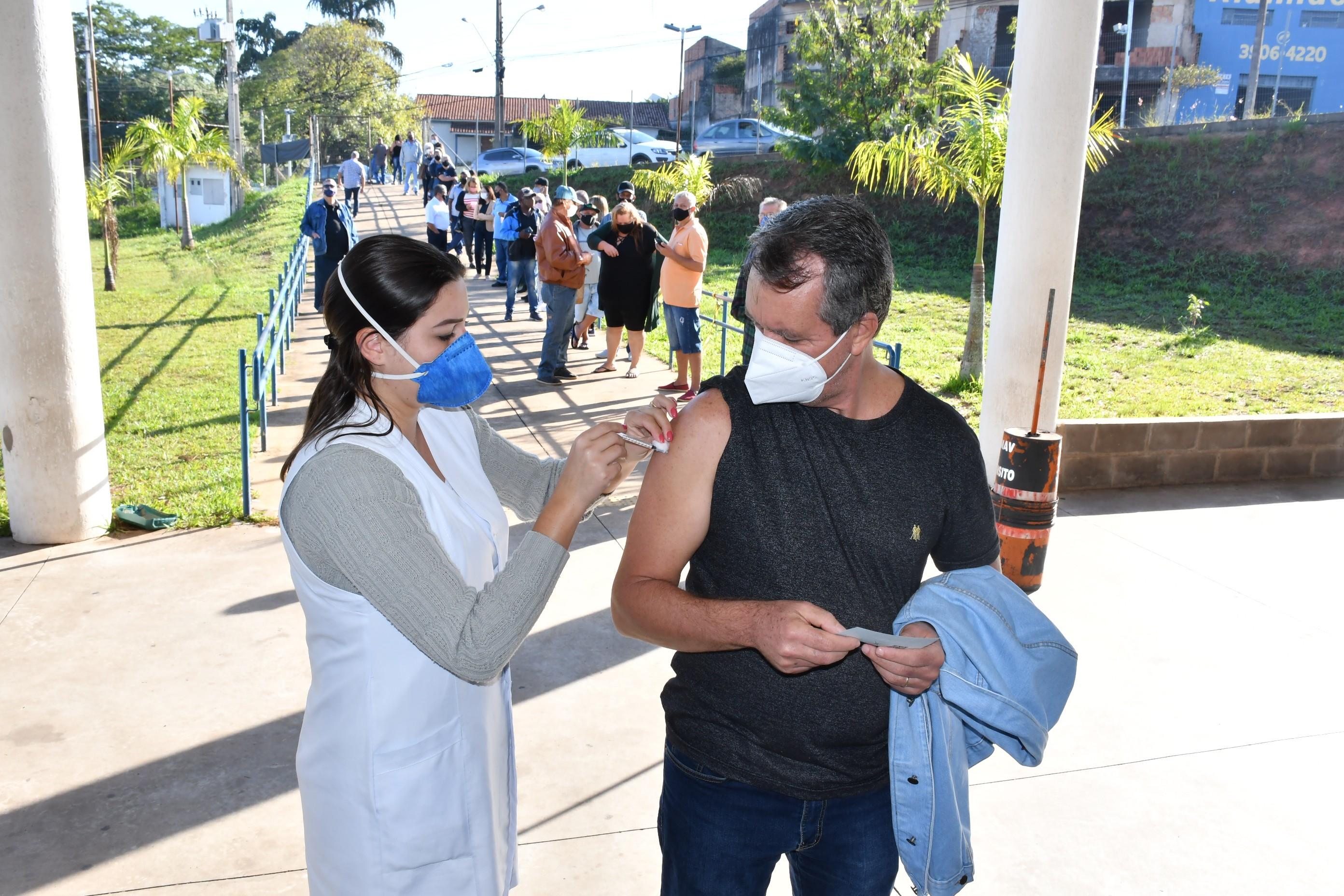 Pessoas com 50 anos começam a ser vacinadas contra Covid-19 nesta quarta-feira, em Presidente Prudente