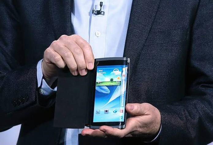 Samsung demonstrou aparelho com display que ocupa laterais na CES 2013 (Foto: AFP)