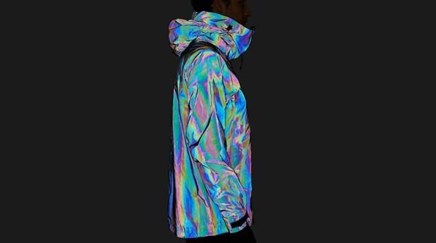 """""""""""A jaqueta foca em replicar os elementos da pele da lula"""", afirma Steve Tidball, fundador da marca (Foto: Divulgação)"""