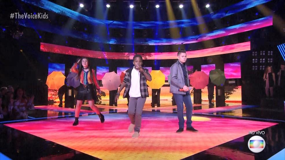 Jeremias e os colegas do time Simone & Simaria — Foto: Reprodução/ TV Globo
