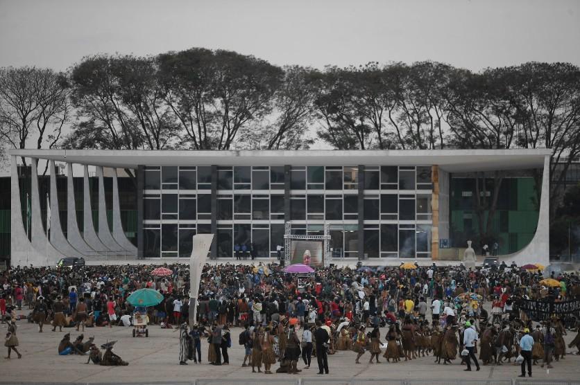 """Mobilização dos Povos Indígenas contra o """"Marco Temporal"""" na Esplanda dos Ministérios."""