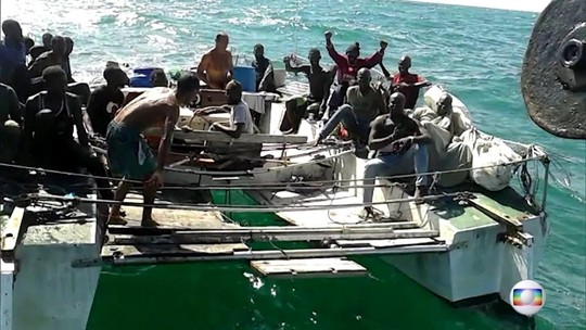 Barco com 25 africanos é resgatado no MA; 2 brasileiros são presos