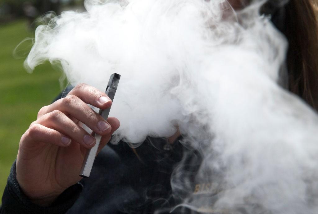 Acusada de mirar em público menor de idade, fabricante de cigarros  eletrônicos recebe multa milionária - GQ   Tecnologia