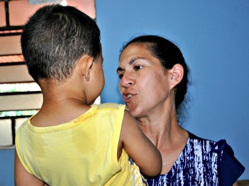 Mãe de Eliza Samudio com Bruninho. Ela chegou a recorrer ao STF contra alvará de soltura do ex-goleiro. — Foto:  Tatiane Queiroz/G1MS