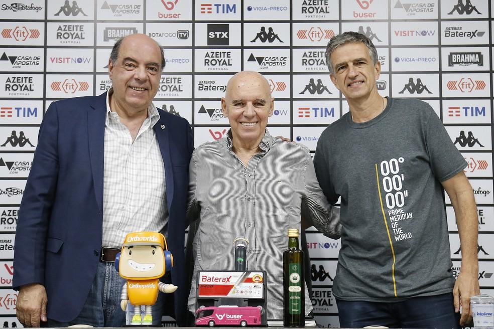 Nelson Mufarrej, Valdir Espinosa e Manoel Renha em apresentação no Botafogo — Foto: Vitor Silva/Botafogo