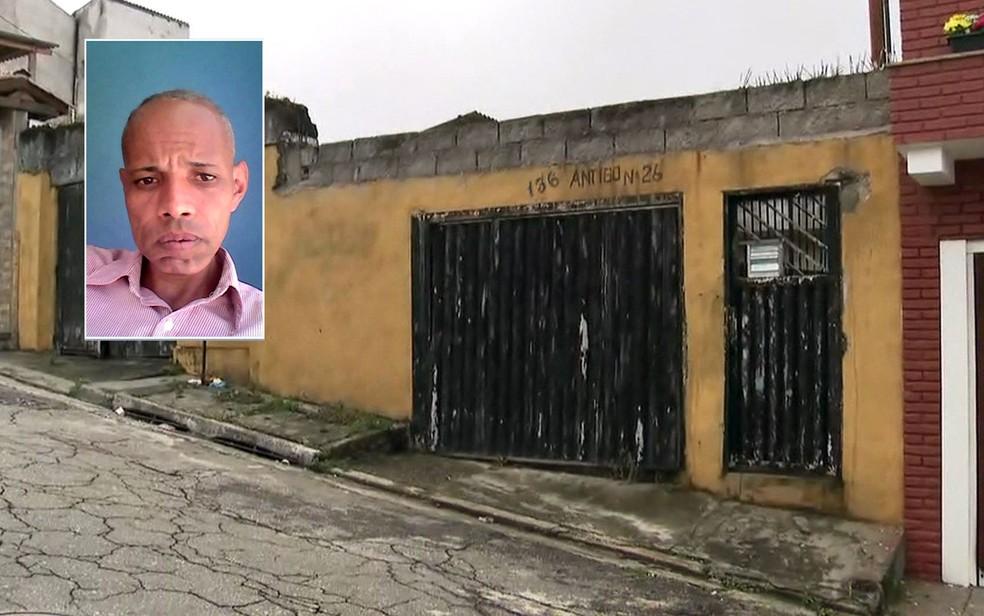 Corpo de Cristiano Barbalho (no detalhe) foi encontrado em geladeira dentro da casa — Foto: TV Globo/Reprodução