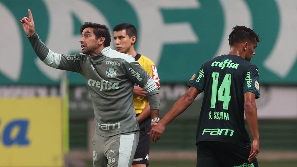 """Scarpa agradece Abel por chances no Palmeiras e brinca com """"irritação"""" após substituição contra o CRB"""