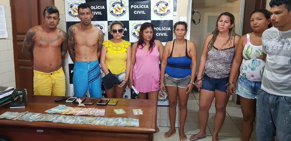 """Oito pessoas foram presas nesta sexta-feira (22) durante operação """"Dionísio"""", da Polícia Civil — Foto: Polícia Civil de Óbidos/Divulgação"""