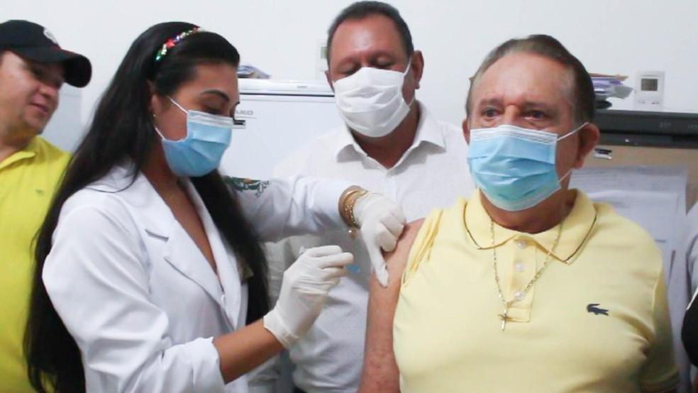 Prefeito de Uruçuí é vacinado contra a Covid — Foto: Divulgação