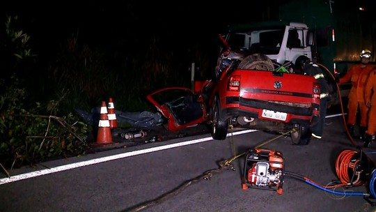 Colisão entre carro e caminhão deixa mortos em trecho da BR-101 em Pilar, AL