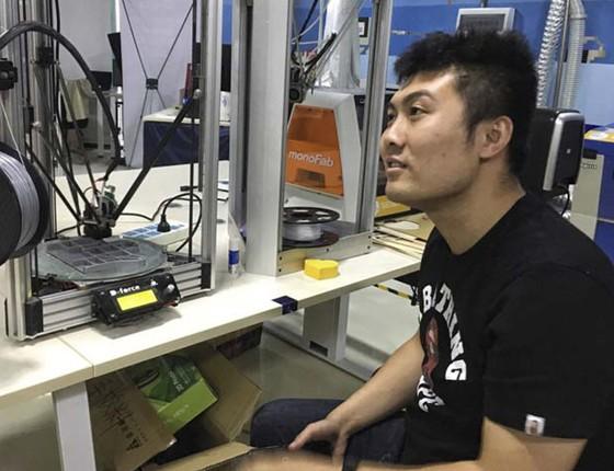 Shenzhen reúne milhares de makers, jovens engenheiros dedicados a desenvolver boas ideias em espaços coletivos, que recebem o incentivo do governo chinês (Foto: VIVIAN OSWALD)