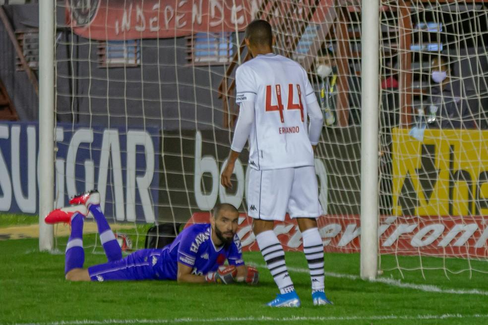 Vanderlei mostra incredulidade em gol contra de Ernando no jogo com o Brasil de Pelotas — Foto: VOLMER PEREZ/AGIF - AGÊNCIA DE FOTOGRAFIA/ESTADÃO CONTEÚDO