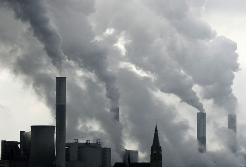 Segundo o relatório 'Estado do Clima 2018', o efeito das emissões de gases para o aquecimento da atmosfera foi 43% maior no ano passado do que em 1990 — Foto: Frank Augstein / AP Photo