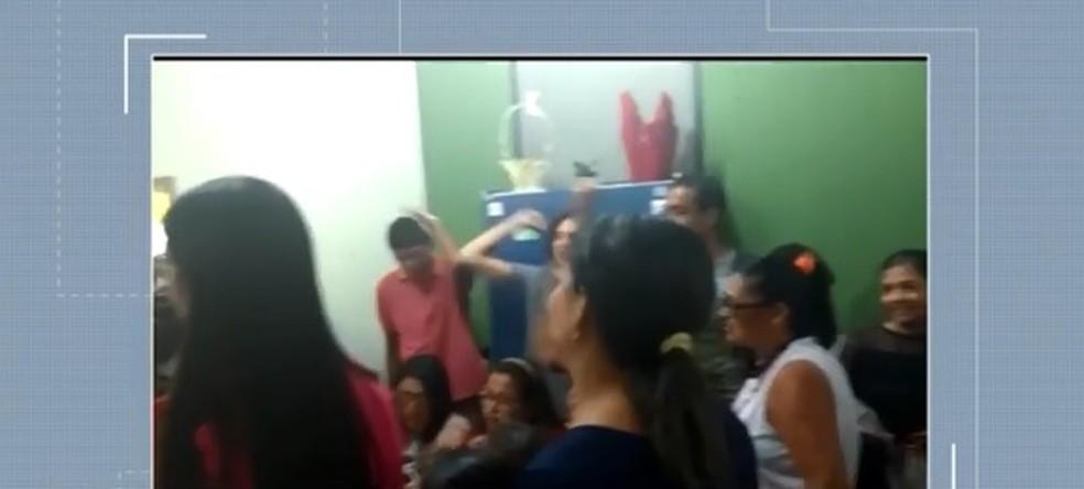 Professores ocuparam sede da prefeitura em Itabuna â?? Foto: Reprodução/ TV Santa Cruz