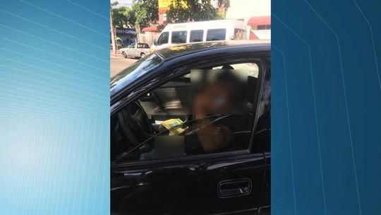 Policial flagrado se masturbando em frente à escola em Vitória é preso no ES