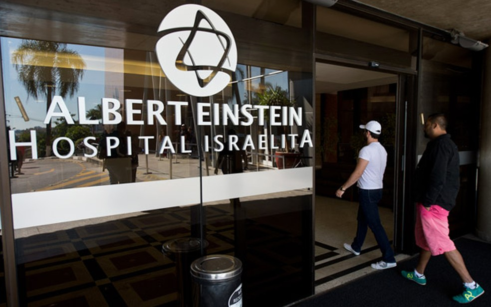 Entrada do Hospital Albert Einstein, na Zona Sul de São Paulo — Foto: AFP PHOTO / NELSON ALMEIDA