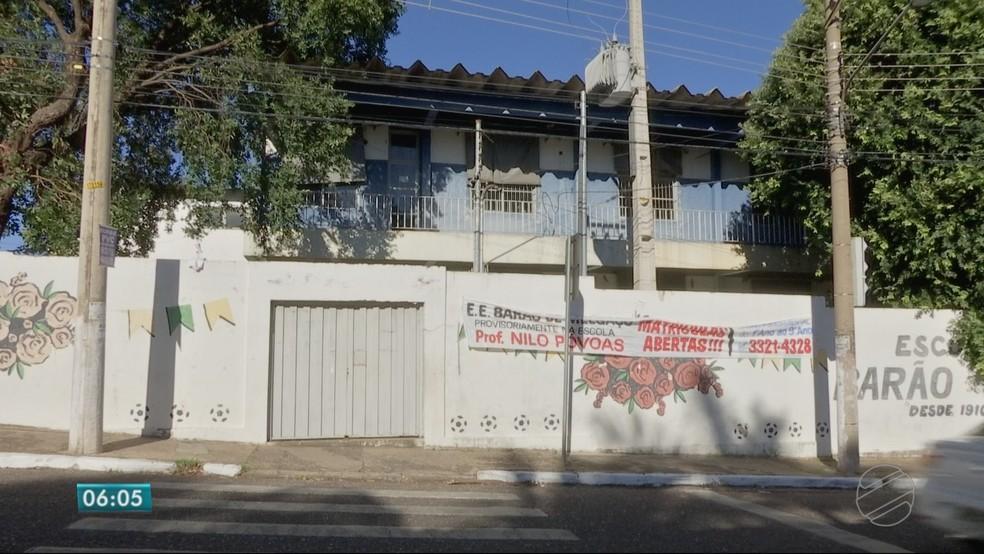 Escola Estadual Barão de Melgaço, no Bairro Dom Aquino, em Cuiabá, também está abandonada (Foto: TVCA/ Reprodução)