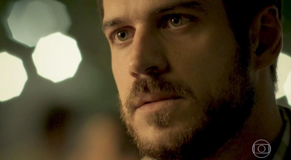 Em 'A Força do Querer', Zeca (Marco Pigossi) diz para Jeiza (Paolla Oliveira) escolher entre ele e a luta — Foto: Globo