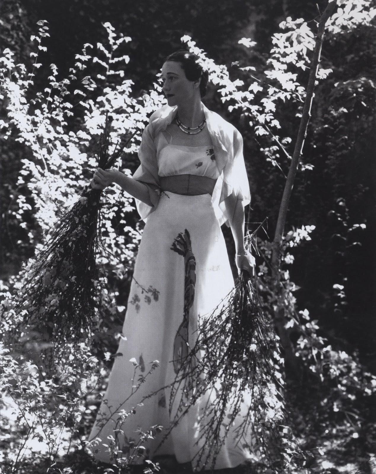 "The Duchess of Windsor vestindo  the ""lobster"" dress (1937)"