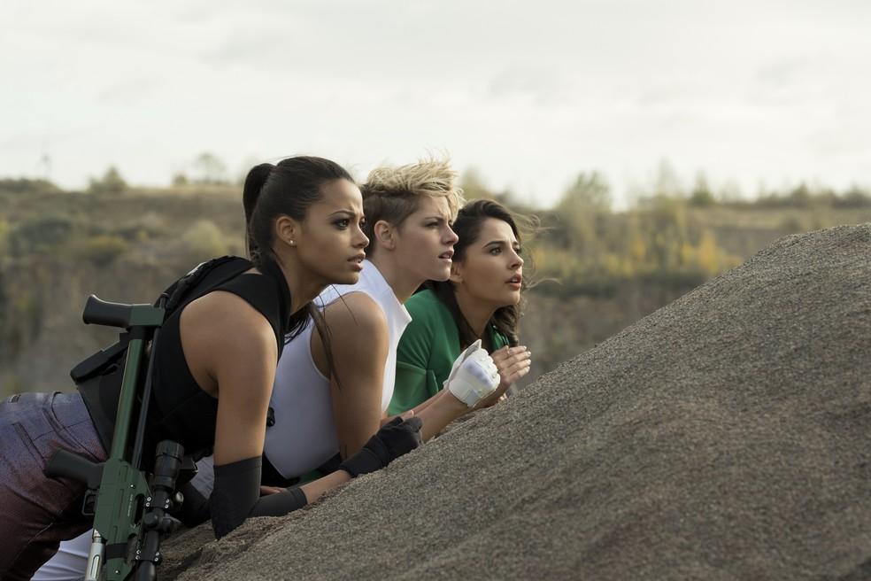 """Ella Balinka, Kristen Stewart e Naomi Scott em cena de """"As Panteras"""" — Foto: Divulgação"""
