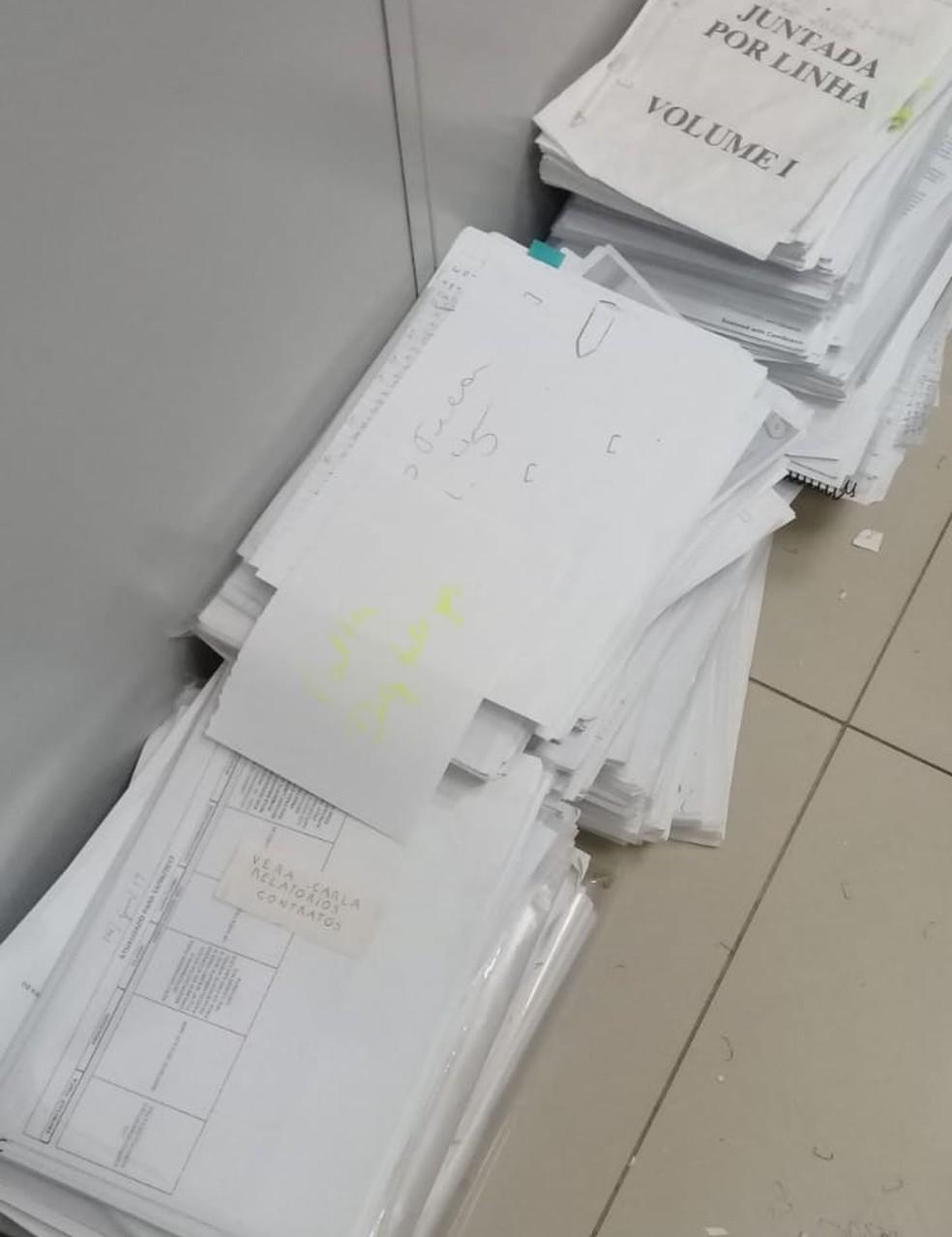 Documentos atribuídos ao senador cassado Luiz Estevão foram apreendidos pela Polícia Civil — Foto: Polícia Civil do DF/Divulgação