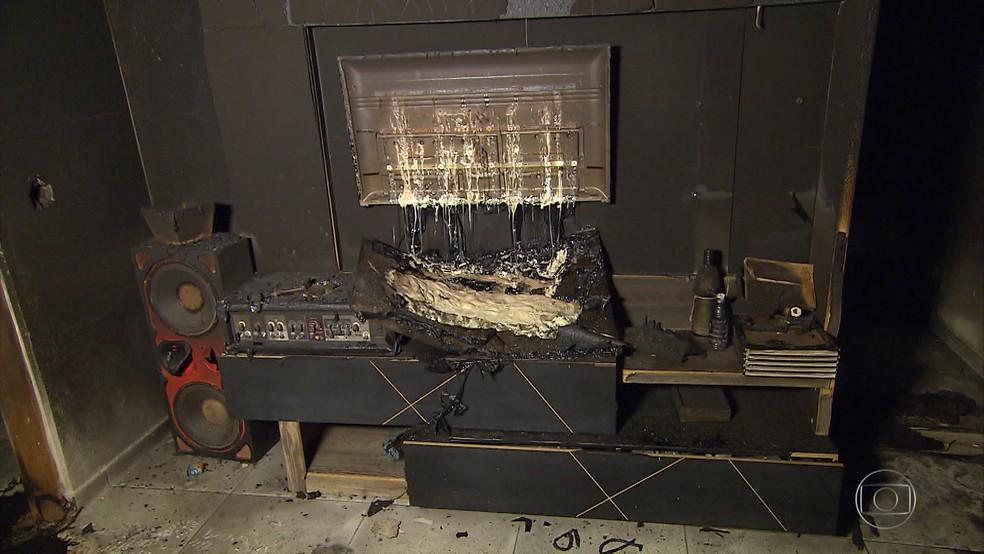 -  Mulher se fere e tem casa queimada por ex-namorado.  Foto: Reprodução/TV Globo