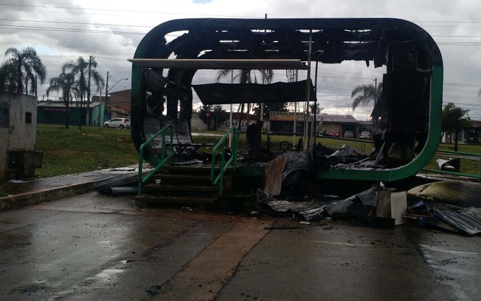 Posto Comunitário de Segurança queimado na QR 415 em Samambaia Norte, em 2016 — Foto: Corpo de Bombeiros DF/ Divulgação