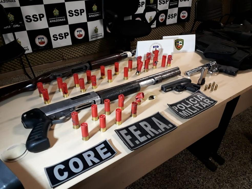Armas e munições foram apreendidas após assalto com reféns — Foto: Eliana Nascimento/G1 AM