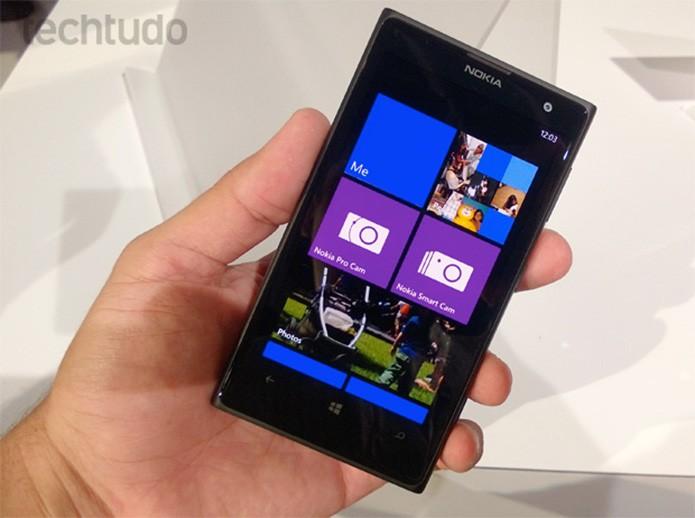 Executivos da Microsoft desejam liberar download de apps Android em aparelhos Windows Phone, como o Nokia Lumia 1020 (Allan Melo/TechTudo)