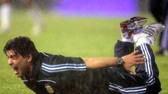 Em 2009, Argentina estava em situação pior e foi à Copa com peixinho de Maradona