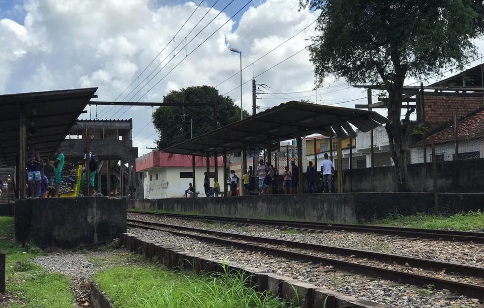 Caso ocorreu na altura do bairro do Lobato — Foto: Camila Oliveira/TV Bahia