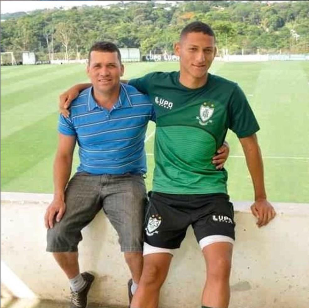 Richarlison e o pai Antônio — Foto: Reprodução / Instagram